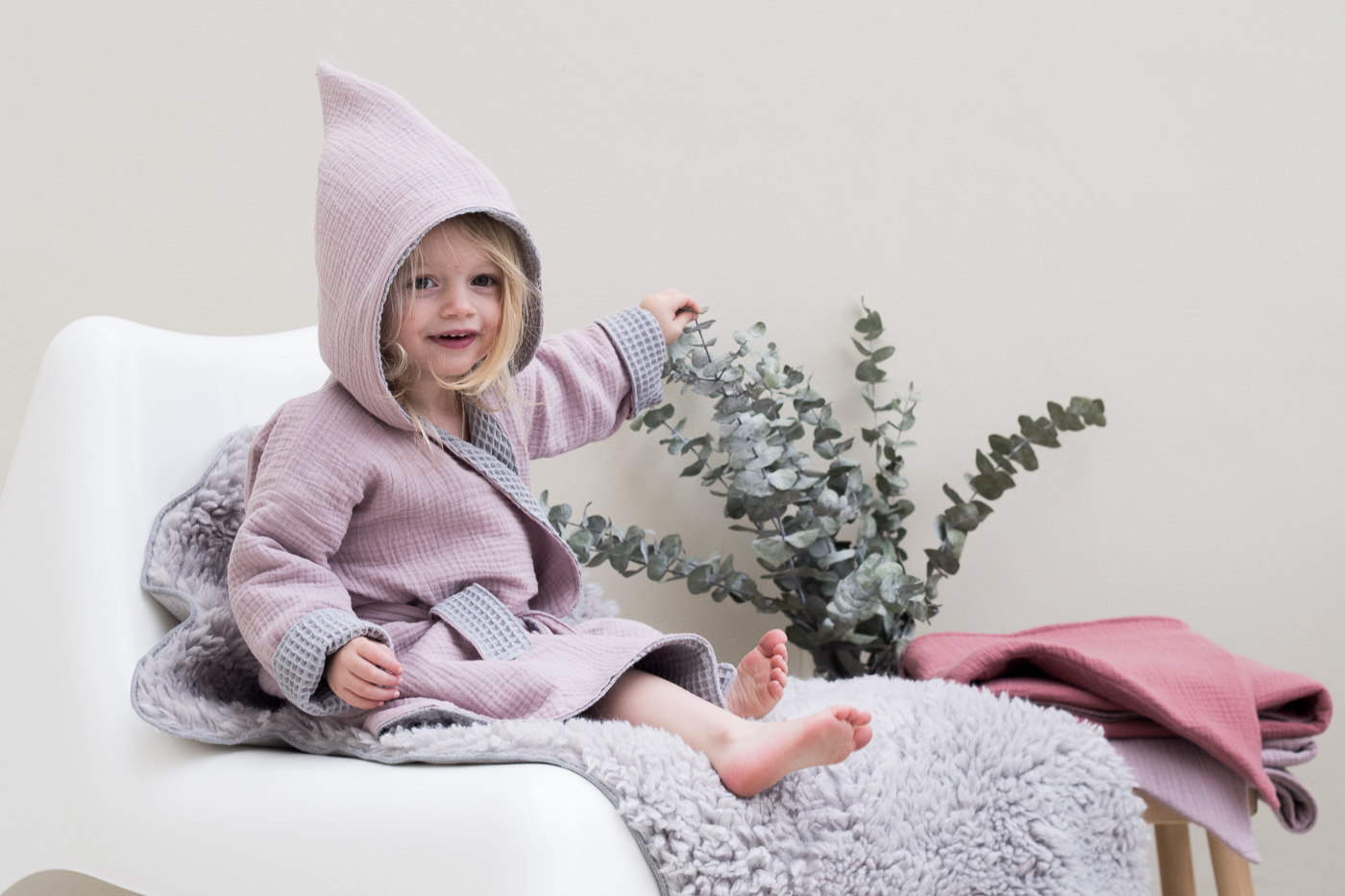 Epic elf and her bathrobe