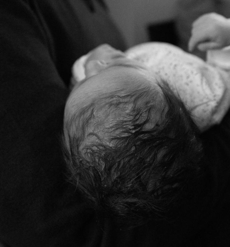 18 02 02 Babybezoek, Isa 5 uur oud BW (80)